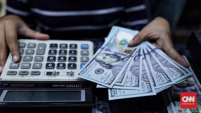 Sentimen AS Bikin Rupiah Dekati Rp14.300 per Dolar AS