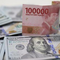 Di Kurs Tengah dan Pasar Spot, Rupiah di Ambang Rp 14.100/US$